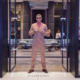 Welche Luxusuhr soll es heute sein? In Dubai steht der protzige Fiat-Erbe am Eingang eines Hublot-Stores.