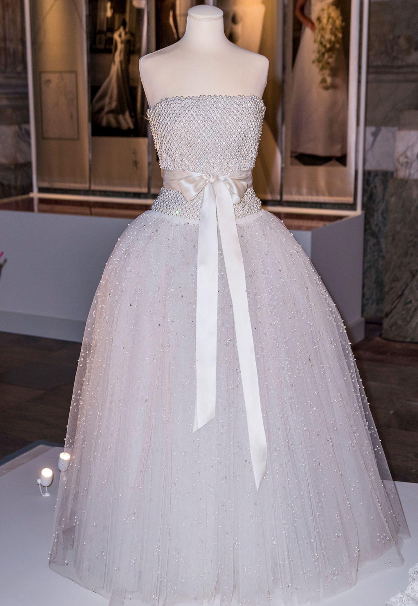 Dieses Kleid trug Prinzessin Madeleine von Schweden bei der Party nach ihrer Hochzeit am 8. Juni 2013
