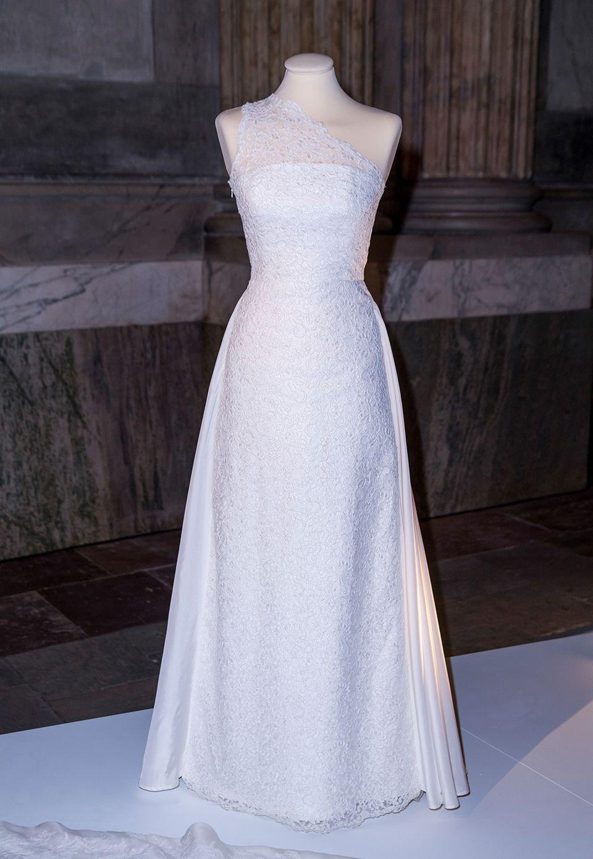 Dieses Kleid trug Prinzessin Sofia von Schweden am Abend ihrer Hochzeit bei der Party mit ihren Gästen