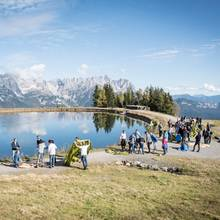 Challenge auf Zeit während der Wolfskin Tech Lab Outdoor Experience: Welche Buddys bauen am schnellsten ein Zelt auf?