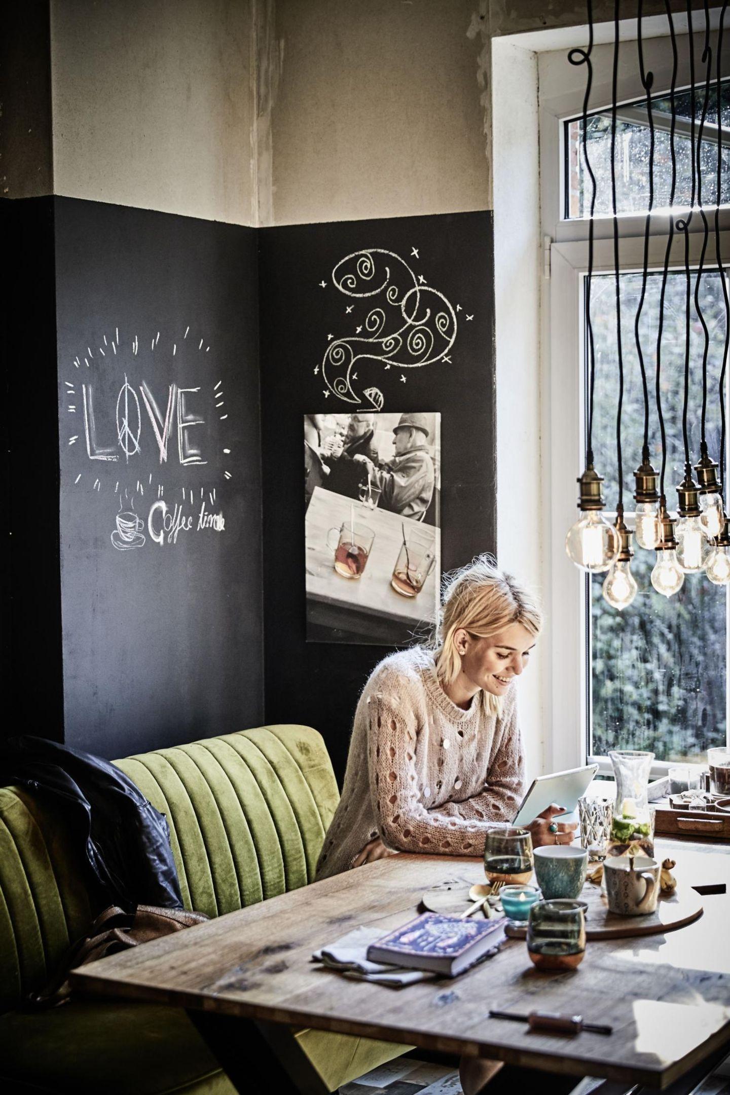 Vieles im Haus hat Luisa Hartema selbst restauriert, tapeziert, gestrichen und umgeräumt. Das Ergebnis kann sich wirklich sehen lassen.