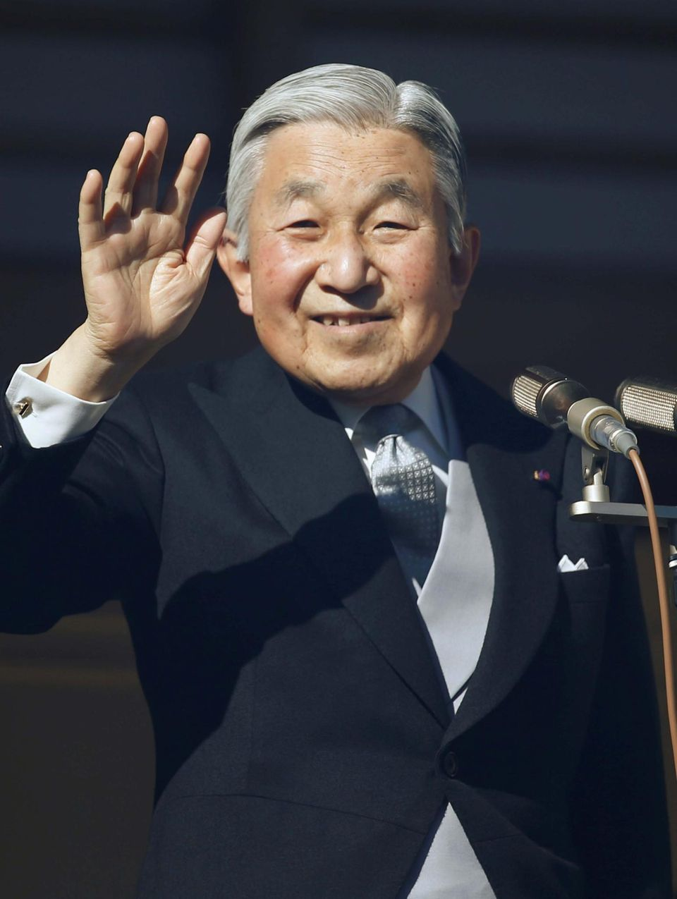 Kaiser Akihito bestieg 1989 den japanischen Chrysanthementhron. Sein Vater Hirohito war als 124. Tenno nach mehr als 60-jähriger Regierungszeit gestorben.