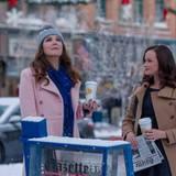 Endlich wieder Schnee! Die in vier Teile bzw. Jahreszeiten aufgeteilte Fortsetzung der beliebten Mutter-Tochter-Serie entführt die Fans auch ins winterliche Stars Hollow.