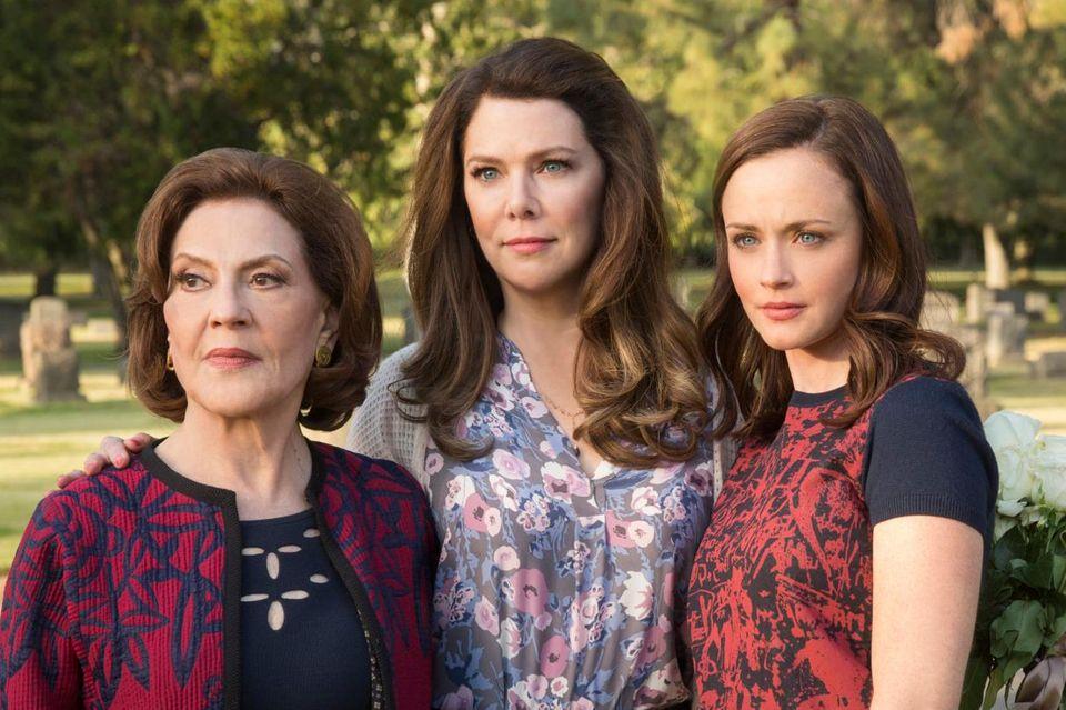 """Drei Generationen """"Gilmore Girls"""": Emily (Kelly Bishop), Lorelai (Lauren Graham) und Rory (Alexis Bledel) müssen von einem geliebten Menschen Abschied nehmen."""