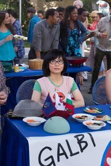 Kein Stadtevent ohne Familie Kim! Mrs. Kim (Emily Kuroda) und Rorys beste Freundin Lane (Keiko Agena) sind immer für eine Überraschung gut.