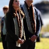 Tag 7  Im Haida Heritage Centre und Museum bewundern Herzogin Catherine und Prinz William traditionelle Kanus und Totempfähle.