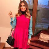 Cathy Hummels präsentiert ihren Look des Tages bei Instagram. Kleid und Tasche sind von Miu Miu.