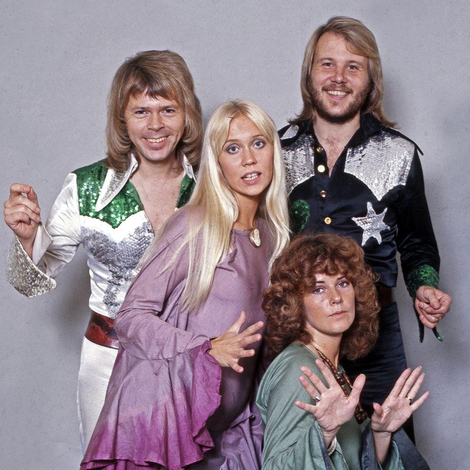 Glitzer-Cowboy-Outfits und flatternde Gewänder gehörten in den Siebzigern auch zum Fashion-Repertoire von ABBA.