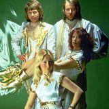 In Gold und weißer Seide glänzen ABBA besonders schön.