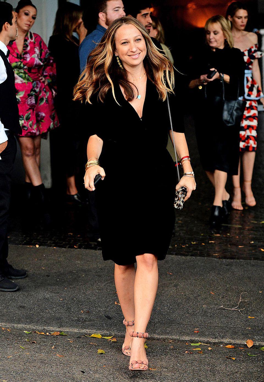 Frisch getrennt von Ehemann Tobey Maguire genießt Jennifer Meyer schon wieder das Fashion-Partyleben.