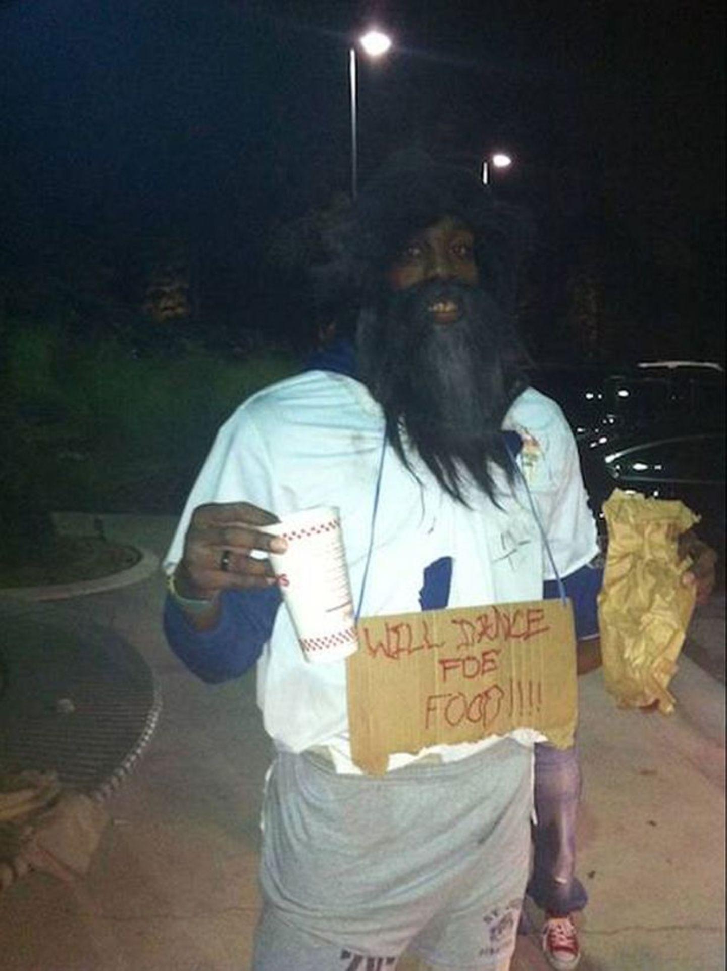 NBA-Star Dwight Howard hat mal so richtig ins Fettnäpfchen getreten: Ein Multimillionär in Obdachlosenverkleidung? Ganz schlechte Idee!