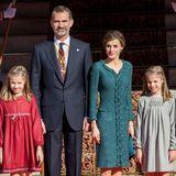 17. November 2016   Die königliche Familie ist farblich auf den Herbst eingestimmt. Bei der feierlichen Parlamentseröffnung treten König Felipe und Königin Letizia mit ihre beiden Töchtern Prinzessin Leonor und Prinzessin Sofia auf und absolvieren einen offiziellen Termin.