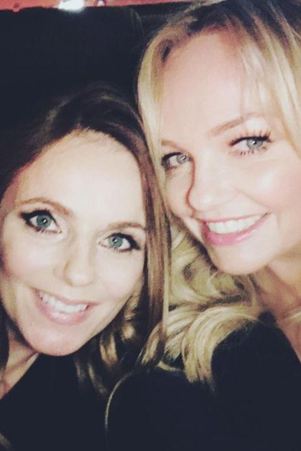 """Geri Halliwell und Emma Bunton  Die """"Spice Girls"""" freuen sich über ihren Mädelsabend."""