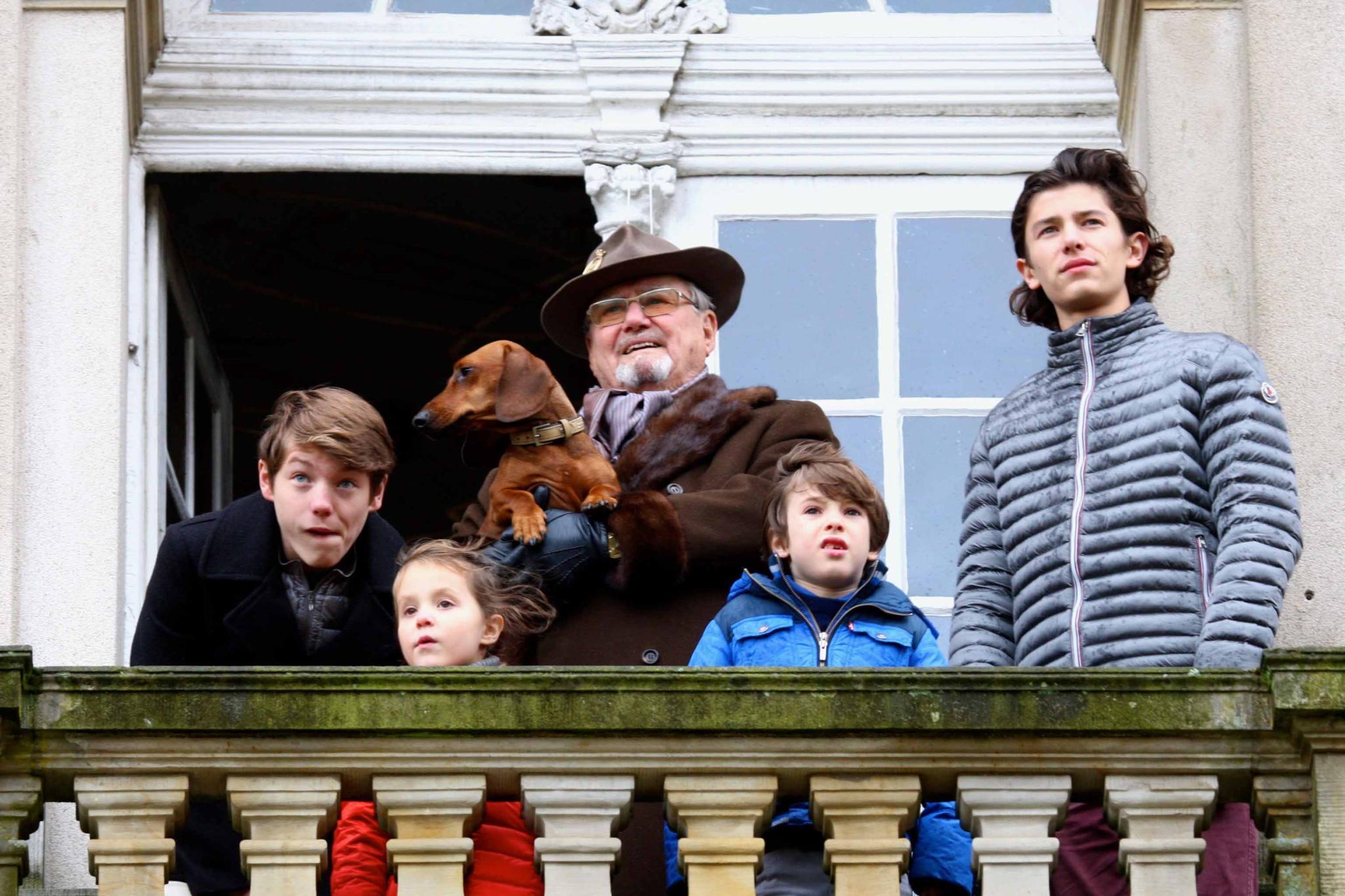 6. November 2016  Mit Opa Prinz Henrik (und dem königlichen Dackel) sind Felix, Nikolai, Athena und Henrik bei der Hubertus Jagd außerhalb von Kopenhagen dabei.