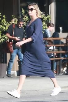 """Kevin Smith: Charlize Theron steht zur Zeit für Dreharbeiten zu dem Film """"Tully"""" vor der Kamera. Dabei fällt auf, dass die Schauspielerin deutlich mehr auf den Rippen hat. Über 15 Kilo hat sie für ihre Rolle einer alleinerziehenden Mutter zugenommen."""