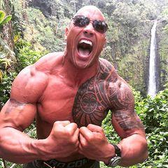 """2016: Dwayne """"The Rock"""" Johson  In diesem Jahr wird Muskelpaket Dwayne """"The Rock"""" Johnson vom People-Magazin zum """"Sexiest Man Alive"""" gekürt. Der Schauspieler und ehemalige Wrestler löst damit David Beckham ab."""