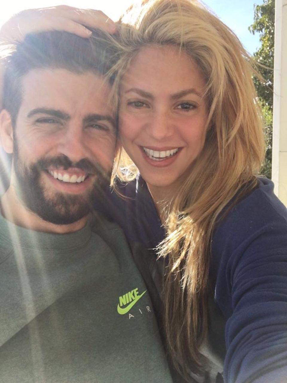 24. November 2016  Shakira lässt auf Facebook die ganze Welt an ihrem Liebesglück mit ihrem Mann Gerard Piqué teilhaben.