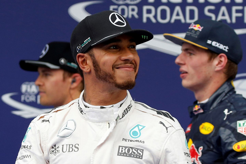Der Brite Lewis Hamilton gehört zu den schillerndsten Figuren im Rennzirkus, und an prominenten und schönen Frauen an seiner Seite mangelt es ihm nie.