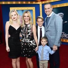 """3. Dezember 2016  Reese Witherspoon hat ihre ganze hübsche Familie mit zu der """"Sing""""-Premiere nach Los Angeles gebracht."""