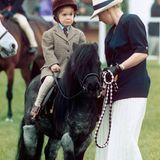 """1994 startet Prinzessin Eugenie mit einem Shetland Pony bei einem sogenannten Führzügelwettbewerb bei der """"Royal Windsor Horse Show"""". So ganz geheuer scheint ihr der Ritt nicht gewesen zu sein."""