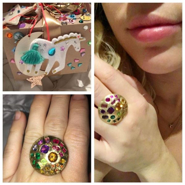 Wenn diese Geschenke mal nicht perfekt zu Miley Cyrus passen. Liam Hemsworth kennt seine Miley eben doch am besten.