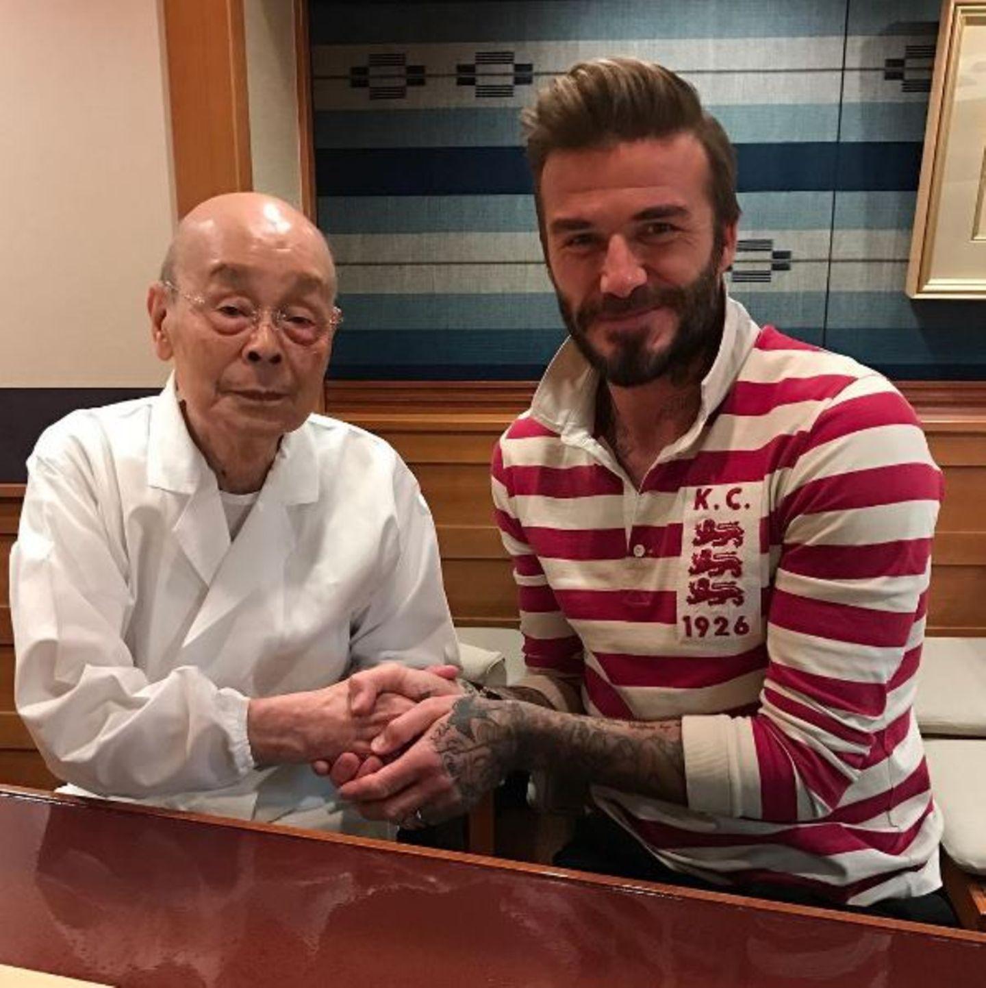 November 2016   David Beckham bedankt sich bei beim Gastronom Jiro San mit diesem Post für das köstliche Essen. Gleich zweimal in fünf Wochen hat er sich die japanische Küche schmecken lassen.