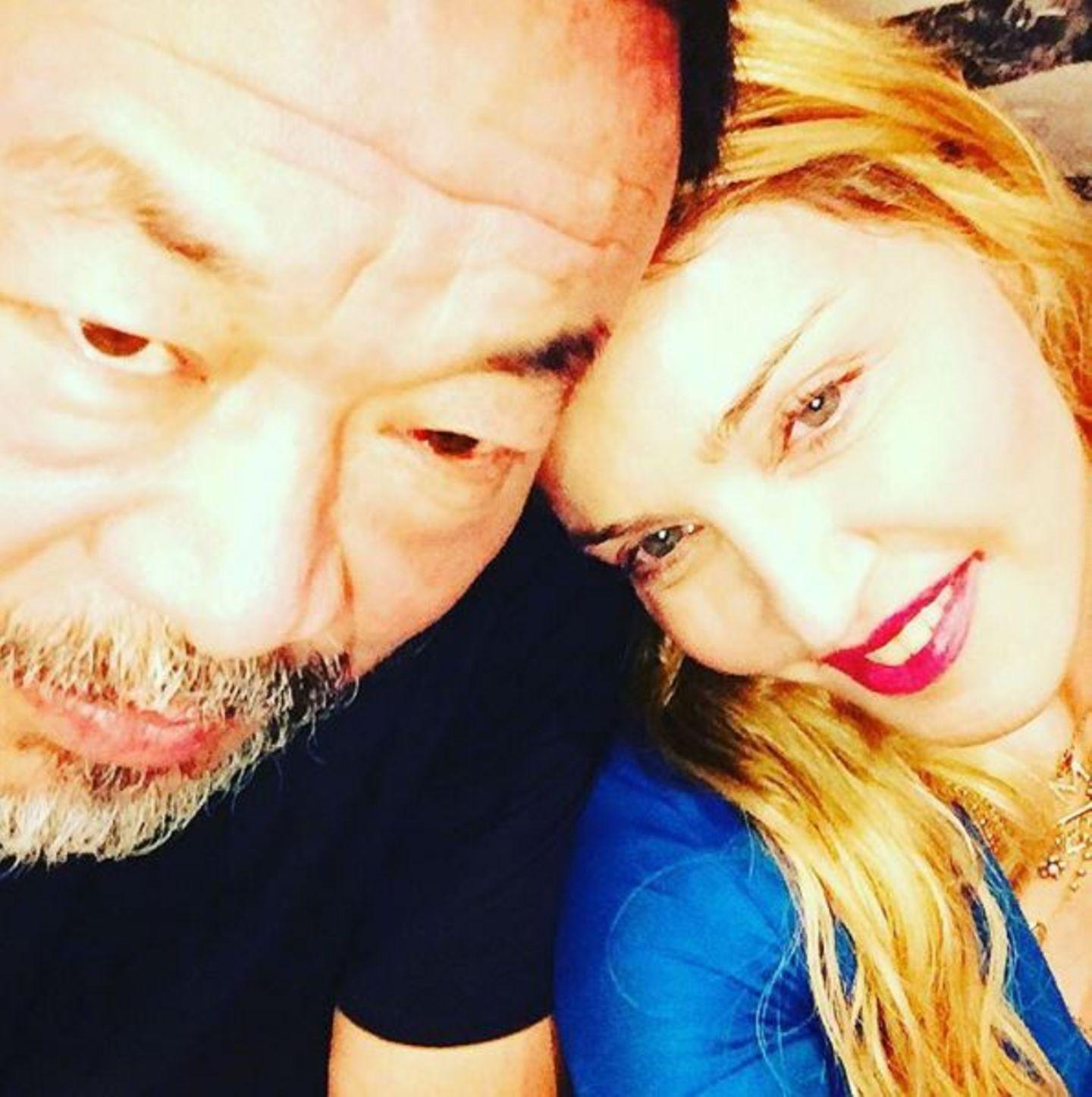 November 2016   Madonna trifft sich mit dem Künstler und Menschenrechtler Ai Weiwei zum Abendessen. Sie tauschen sich über Kunst, Freiheit und Liebe aus.