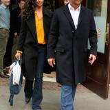 Camila Alves-McConaughey versteckt mit ihrer sonnengelben Bluse einen schönen Akzent hinterm schwarzen Blazer.