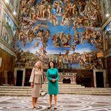 """23. November 2016: Königin Silvia und Prinzessin Beatrix eröffnen gemeinsam die Ausstellung """"Rembrandt at the Vatican: Images from Heaven and Earth"""" im Vatican Museum in Rom: Beide sind beeindruckt von der Macht der großartigen Kunst des protestantischen Niederländers Rembrandt van Rijn."""