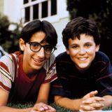 """Josh Saviano """"Paul Pfeiffer"""" und Fred Savage """"Kevin Arnold"""" waren in der Kult-Serie """"Wunderbare Jahre"""" beste Freunde und erlebten gemeinsam einige Höhen und Tiefen."""