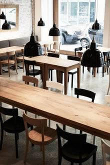 """Von früh morgens bis Mitternacht werden im """"Barefood Deli"""" einfache, aber raffinierte Speisen serviert. Lediglich am Sonntag bleibt der Genusstempel in der Lilienstraße geschlossen."""