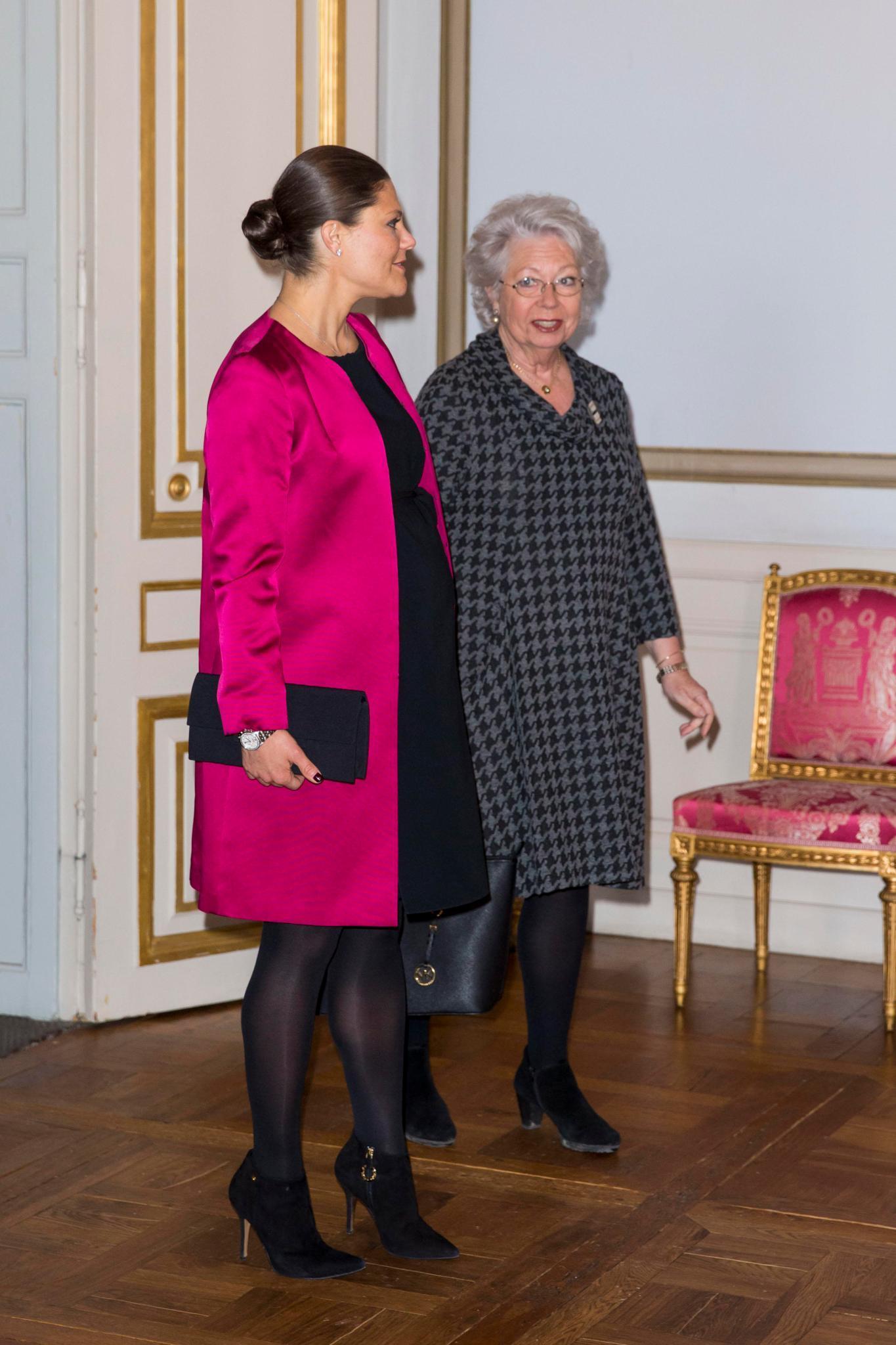 Prinzessin Christina und Prinzessin Victoria nehmen im Januar 2016 an einer Ausstellung im Schloss teil.