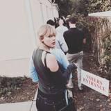 """Auch Taylor Swift mahnt ihre Follower: """"Heute ist der Tag. Geht raus und wählt."""" Die Sängerin hat sich schon in die Schlange zum Wahllokal eingereiht."""