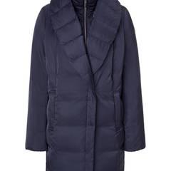Doppelt hält besser: Daunenjacke mit Schal- plus Stehkragen. Von Laurèl, ca. 650 Euro