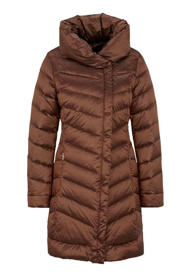 Den Schal sparen wir uns hier. Mantel mit XXL-Kragen von Comma, ca. 230 Euro