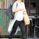 Natalie Portman mag es privat, lieber sportlich bequem, wie hier bei einer Shopping-Tour im kalifornischen Los Feliz.