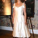 """Mitte August bei der Premiere von ''A Tale of Love and Darkness"""" war von Natalie Portmans Babybauch unter elfenbeinfarbener Seide noch nichts zu sehen, obwohl die Schauspielerin zu diesem Zeitpunkt wohl schon schwanger gewesen sein müsste."""