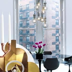 Möbel mit klaren Formen, dazu spielerische Interior-Accessoires