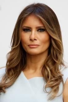 Donald Trumps Frau Melania wuchs in Slowenien auf, modelte sich über Mailand, Paris und New York bis in Donals Herz. Die beiden lernten sich 1998 auf einer Party während der Fashion Week in New York kennen und heirateten 2005. Melania Trump hielt sich beim Wahlkampf ihres Mannes eher zurück - überließ Donalds Tochter Ivanka die politische Bühne.