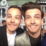 """Zwei """"One Direction""""-Buddies haben Spaß: Liam Payne und Lois Tomlinson tauschen Gesichter."""
