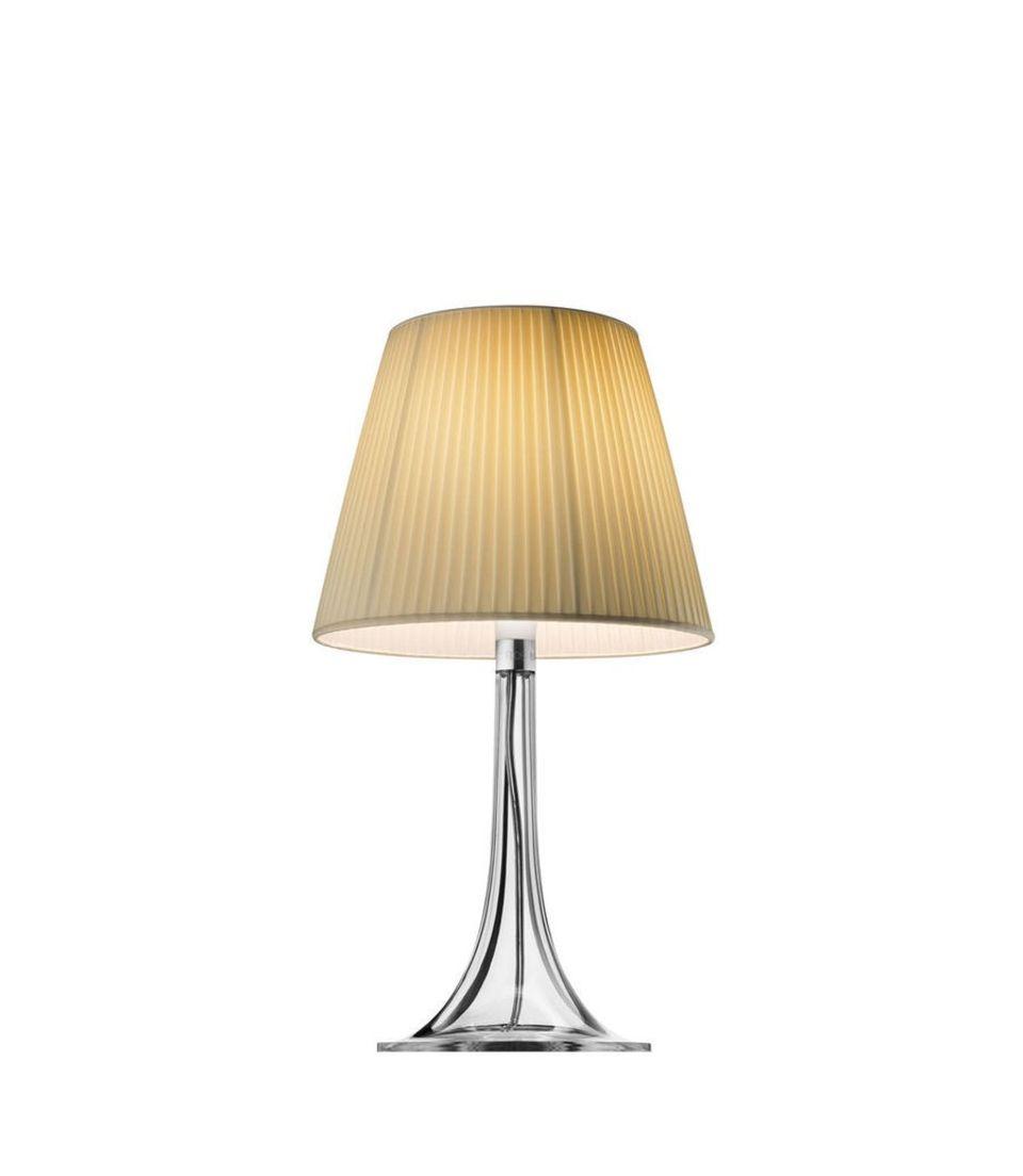 Indirektes Licht und viele kleine, teils verrückte Lampen haben bei Lorelai Gilmore einen festen Platz im Haus. Dieses zarte Modell würde ich sicherlich gut gefallen. Tischleuchte Miss K Soft Beige von Flos, ca. 270 Euro