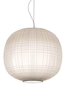 Feinstes, mundgeblasenes Glas und ein Muster aus Linien und Kerben entspricht genau dem zeitlosen Stil von Rory Gilmore. Hängeleuchte Tartan von Foscarini, ca. 485 Euro
