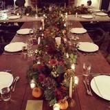 Ein festlich gedeckter Tisch bei Robbie Williams und seiner Frau Ayda Field. Die Familie kann zu Tisch.