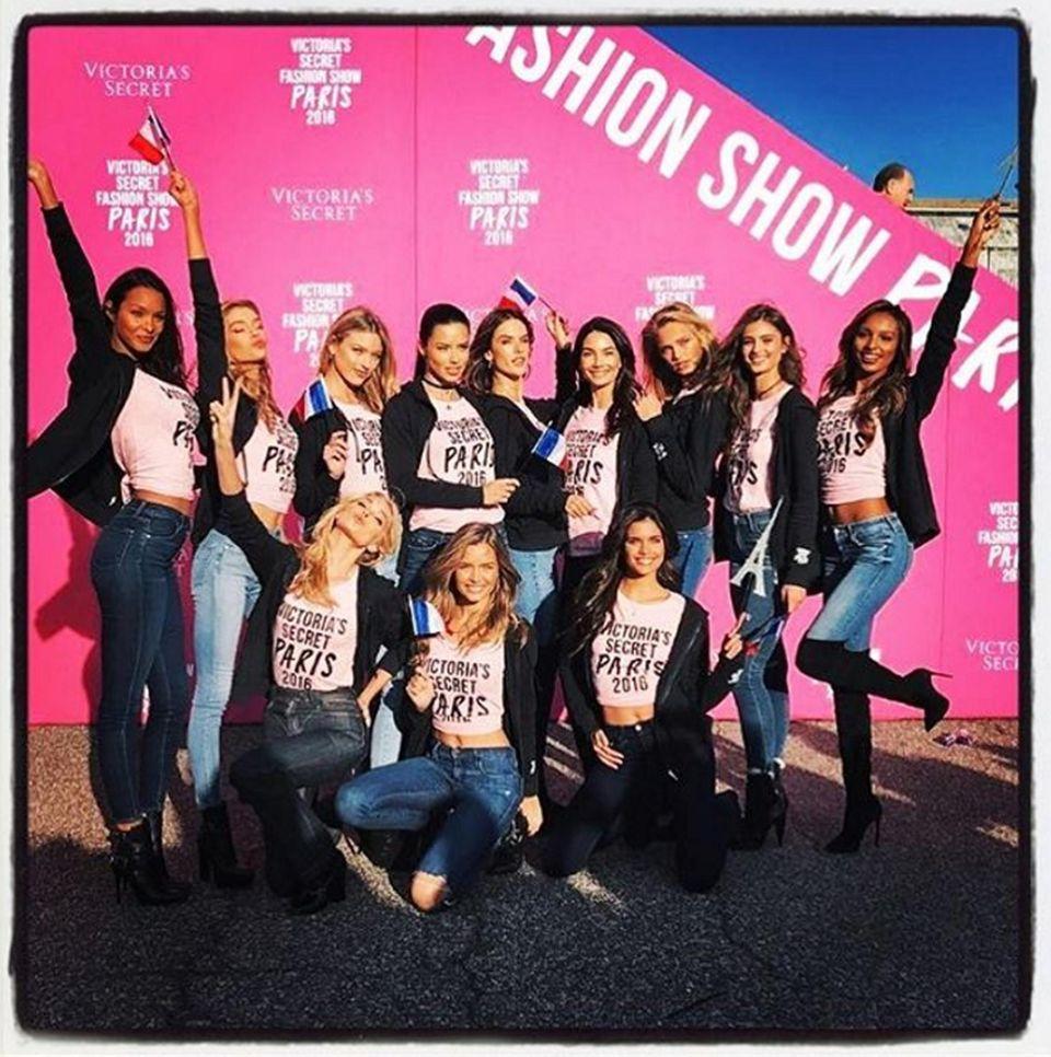 Lily Aldridge versammelt ihre Modelkolleginnen für diesen schöen Schnappschuss.