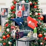 """Schöner als Weihnachten: Die Goodie Bag der """"GALA Christmas Shopping Night"""" beinhaltet tolle Produkte von Adidas, Sioux, Loqi, Rauch, Café Royal, Urban Heroes, Courvoisier und vielen mehr."""