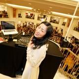 DJ IAMKIMKONG heizt den mehr als 2000 Gästen mit tollen Tracks und viel Leidenschaft ein.