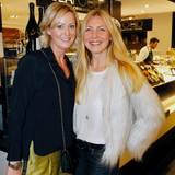 Katja Rechner (Riani) und Christiane Bruszis (Iris von Arnim) stimmen sich stilvoll auf Weihnachten ein.