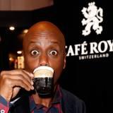 Kaffeeliebhaber und Spaßvogel Yared Dibaba legt einen Zwischenstopp bei Café Royal ein.
