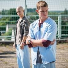 Leo (Tim Oliver Schultz, l.), Jonas (Damian Hardung)