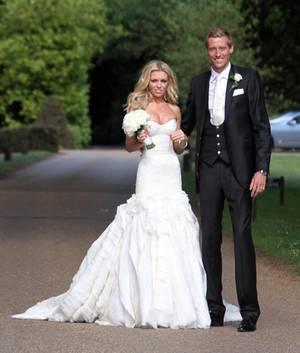 Das britische Model Abbey Clancy heiratet 2011 den Fußballer Peter Crouch in einem Brautkleid von Giles Deacon.